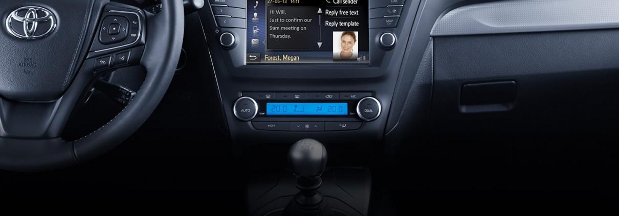 Avensis-dash-dark_tcm-2015-307274