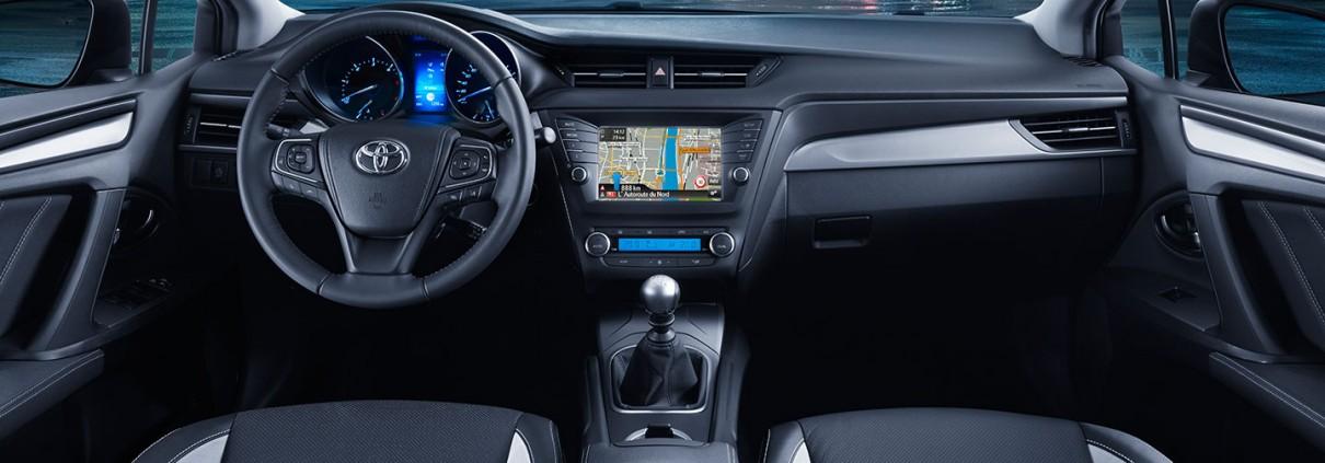 Avensis-dash_tcm-2015-305932