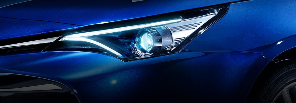 Avensis-lights_tcm-2015-305934