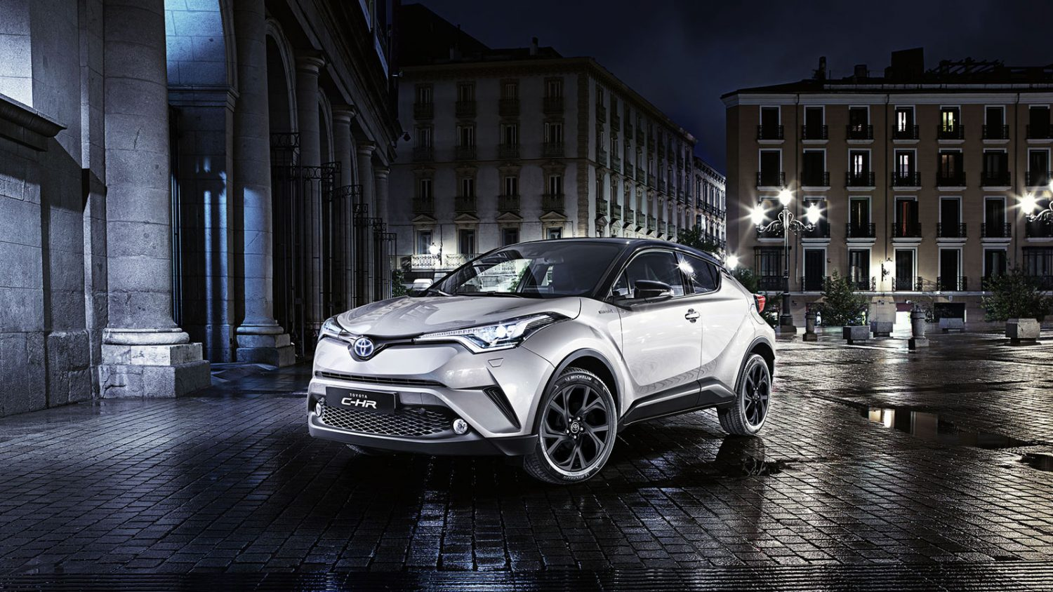 c-hr-firstedition-focus1_tcm-2015-760399